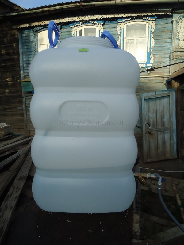 Пластмассовый бак на 80 литров